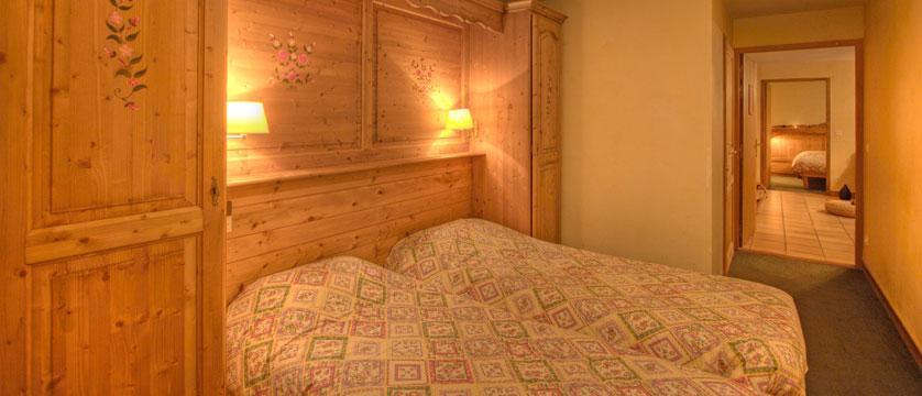 France_La-Plagne_Balcons-de-Belle-Plagne-Apartments_Twin-bedroom.jpg